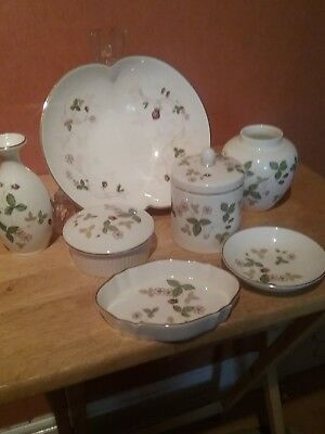 Wedgewood Wild Strawberry Selection Of 7 Pieces