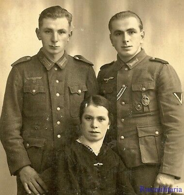 Port. Photo: RARE Studio Pic Wehrmacht Brothers (Panzer Assault Badge) w/ Sister