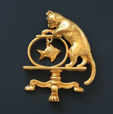 Vintage  Cat animal & Bowl With Dangling Fish Brooch in Gold Tone Metal