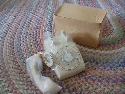 NOS Vintage ITT 500 IVORY ROTARY DIAL DESK PHONE TELEPHONE New in BOX COMPLETE