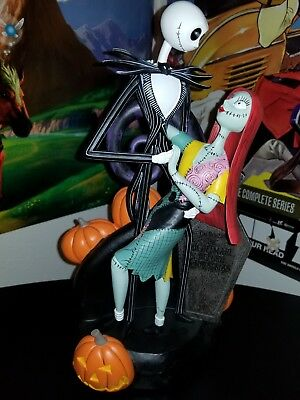 JACK & SALLY SKELLINGTON ~ New in Box ~  NIGHTMARE BEFORE CHRISTMAS Statue