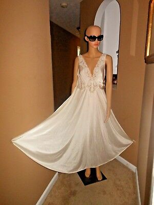 Vintage 70s OLGA Cream Lace Front Super Sweep Nightgown Style 92280 2XL