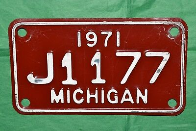 Good, Authentic 1971, 71 MICHIGAN, MICH, MI Motorcycle License Plate, Tag J1177