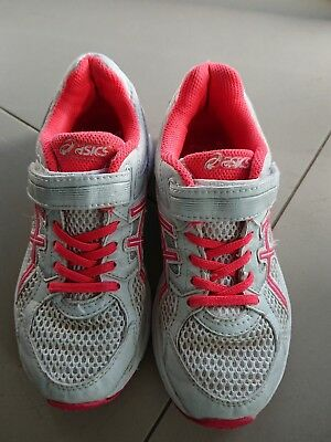 ASICS girl pink and White running shoes us size 1 in good used condition