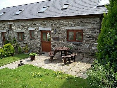 Pembrokeshire Wales. Lovely stone cottage. Dog friendly 1st Sept 4 nights. 4*