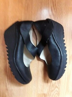 Ladies Shoes Size 5 By Fly