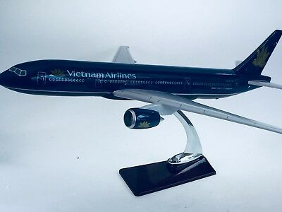 VIETNAM  AIR LARGE PLANE MODEL BOEING JET AIRPLANE APX 45cm SOLID RESIN