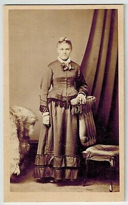 Carte de Visite - Portrait of a Woman, Kapunda - James Uren (Photographer)