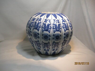 """Blue and White Porcelain Ginger Jar 8"""" Round Melon Shaped Chinese Style"""