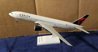 SkyMarks Delta Boeing 777-200LR Desk Model 1:200 Scale MISSING RIGHT WINGS