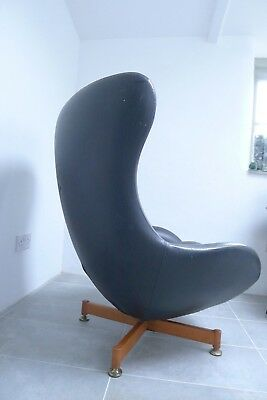 Original vintage 1960's Greaves Thomas egg chair. Mid century. Retro classic