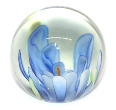 Vintage pretty blue heavy glass flower paperweight