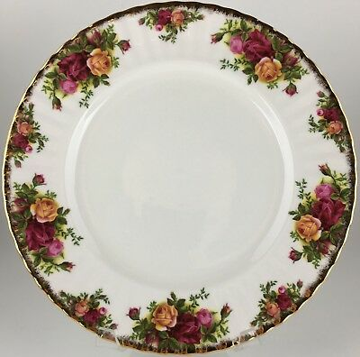 Royal Albert Old Country Roses dinner plate - England