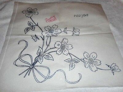 Vintage Embroidery Iron on Transfer - Deightons No.. P22794 - Flowers