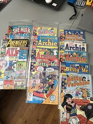 13 Comic Books Mix All I'm Sleeve And In Great Condition