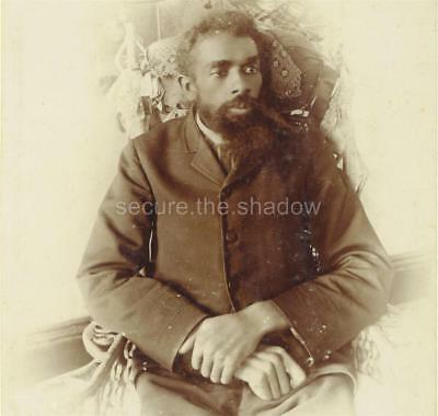 CABINET CARD PHOTO: UNUSUAL Looking YOUNG Black AFRICAN AMERICAN MAN w LG HANDS