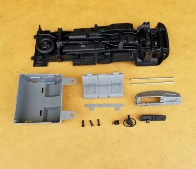 Amt 1/25 1996 Dodge Ram Dually Pickup Chassis, Interior And Related Parts