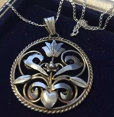 Vintage jewellery lovely Art Deco silver flower pendant and chain