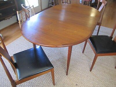 MCM Mid Century Modern USA Oval Walnut Dining Room Table and 4 Chairs