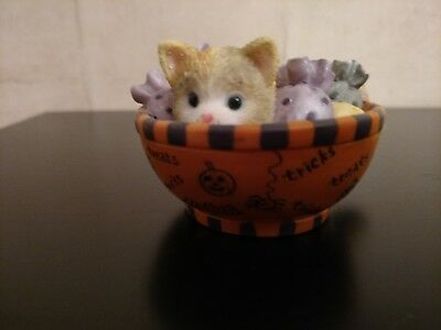 """Calico Kittens Enesco """"Full of Tricks and Treats"""" Halloween 2003 Perfect but no"""