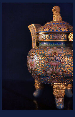 A 20th C.Chinese Two-Handled Cloisonne Enamel Gilt Bronze Koro And Cover. 20,0 H