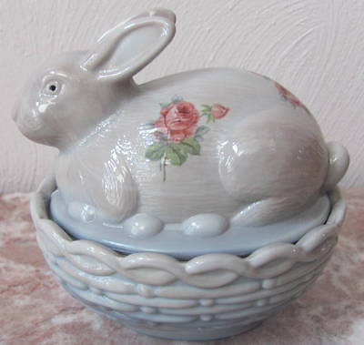 Bunny Rabbit on Basket Dish w/ Roses - Mosser USA - Gray Swirl Marble Glass