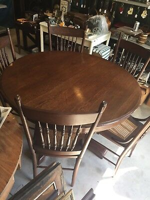 Gorgeous Antique Oak Dining Set With Table with Pedestal Bass and 5 Chairs