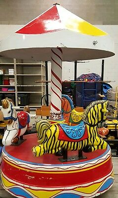 Used Working Classic 3 horse carousel kiddie ride Merry go round