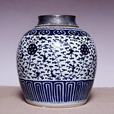 Large Chinese Middle Qing Dynasty Blue and white Old Pot Porcelain Jar JZ214