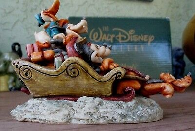 Mickey and friends Holiday sleigh ride  Disney and Harmony Kingdom