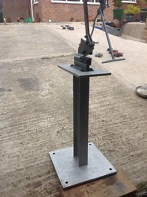 Sheet metal guillotine on stand. Good condition. Working order.
