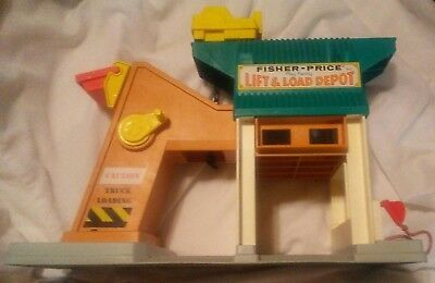 Vtg Fisher Price Little People Lift And Load Depot Playset Dump Doesn't Work