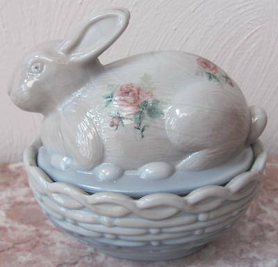 Bunny Rabbit on Basket Dish Roses - Gray Swirl Marble Glass - Mosser Rosso USA