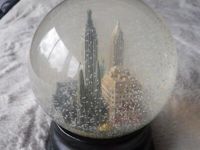 Pre Owned New york City Snow Globe