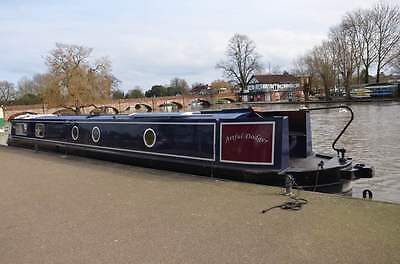 Mid Week long Luxury Canal Boat holiday for 6 starts 22 Nd July Monday To Friday