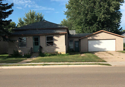 4 bedroom/2 bath house for sale in Tracy MN