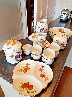 Royal Worcester Evesham Replacements, cups saucers, plates dishes jugs excellent