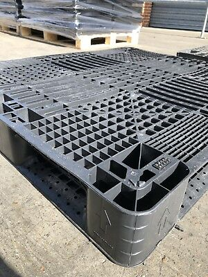 HEAVY DUTY PLASTIC PALLETS - SET OF 10 USED 1300x1100x150mm