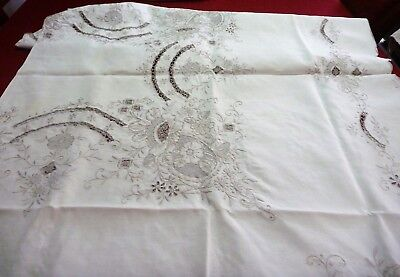 Vintage/estate Large Embroidered Cotton Tablecloth And 10 Matching Napkins 80X64