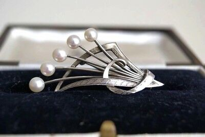 Fine Vintage Signed Mikimoto Silver Akoya Cultured Pearl Brooch  5 X 3 Cm (6.5G)