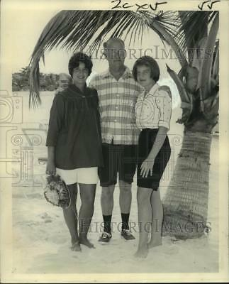1961 Press Photo Mrs. F. Evans Farwell and his daughters in Montego Bay, Jamaica
