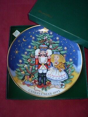 """FITZ and FLOYD 1992 9.25"""" diameter CHRISTMAS collector plate in original box"""
