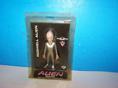1996 Shadowbox Collectibles Roswell Alien figure & Collectible Trading Card