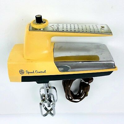 Vintage GE General Electric Hand Mixer 10 Speed Control w/ Cord & Beaters D3M68