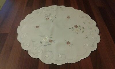 "Small Vintage Style White Stain & Embroidered Floral Tablecloth ~ 18"" Diameter"