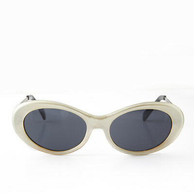 Oval Mod Cat Eye Vintage Retro Sunglass Pearl and Silver Temples - Loretta