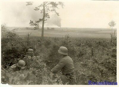Port. Photo: FRONTLINE! Wehrmacht Troops Watch Fire in Distance; Russia!!!