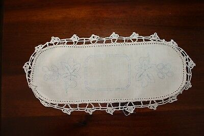 *Rare VTG Traced linen Sandwich tray cloth - Grape Vine - Hand Crocheted edge