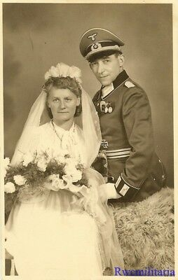 Port. Photo: LOVING Pic Wehrmacht Major in Waffenrock w/ Medals & His Bride!!!