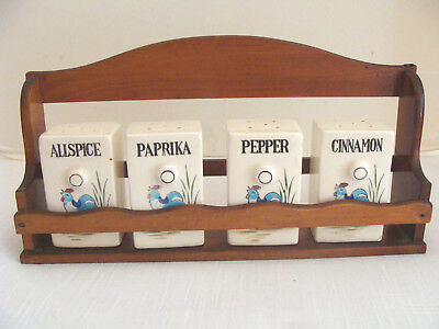 Vtg Single Tier Wood Spice Rack With 4 Rooster Ceramic Spice Containers